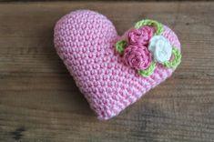 Jag har virkat några små hjärtan. Gjorda i Tildagarn med virknål nr 2,5. Du kan göra två olika varianter av hjärta, mönstret här nedan g...