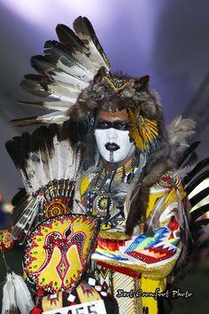 Donni Brassco at Sakicawasihk Powwow Native American Face Paint, Native American Cherokee, Native American Warrior, Native American Pictures, Native American Artwork, Native American Regalia, Native American Beauty, American Indian Art, Native American History