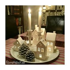 Lysfat lyshus Christmas Decorations, Table Decorations, Holidays And Events, Wonderful Time, Trays, House Styles, Design, Home Decor, Homemade Home Decor