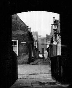 De louronstraat,  nu de Sint Janshof. 1964