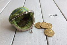Háčkovaná peňaženka – lanatvori.sk Coin Purse, Wallet, Purses, Pocket Wallet, Handbags, Handmade Purses, Wallets, Purses And Handbags, Diy Wallet