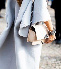 Chanel beige bag + pastel coat = oh these details Fashion Mode, Fashion Week, Look Fashion, Winter Fashion, Womens Fashion, Street Style 2014, Coco Chanel, Chanel Boy Bag, Chanel Purse