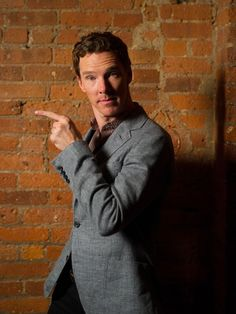 USA TODAY (November 26, 2014) ~ Benedict Cumberbatch interview about THE IMITATION GAME, SHERLOCK, HAMLET, and more. [Click for article and video]