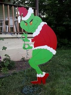 Christmas Wooden Lawn Decorations Grinch Christmas Creeping Grinch Stealing Mikesyarddisplays