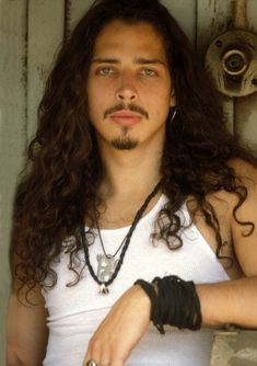Image shared by Sandra Sovie. Find images and videos about chris cornell, audioslave and i love chris cornell on We Heart It - the app to get lost in what you love. Chris Cornell Young, Mtv, Say Hello To Heaven, Grunge Guys, 90s Grunge, Pearl Jam, Andrew Lincoln, Elvis Presley, Heavy Metal