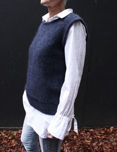 Ravelry: Lux vest pattern by Sanne Fjalland Knit-Wear Knit Vest Pattern, Sweater Knitting Patterns, Free Knitting Patterns For Women, Bordados E Cia, Mode Inspiration, Knitwear, Clothes, Ard Buffet, Vest Outfits