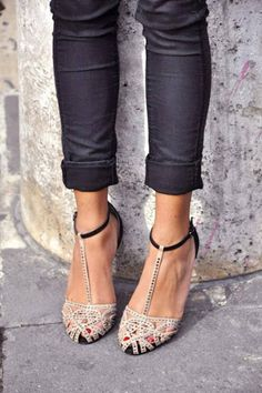 Love the shoes! I think I'd like them even better if they were red or purple!!