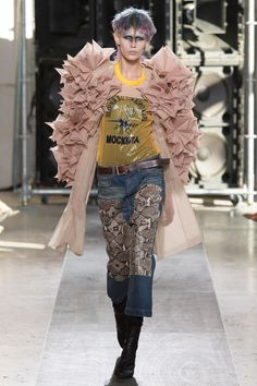 http://www.vogue.com/fashion-shows/spring-2017-ready-to-wear/junya-watanabe/slideshow/collection
