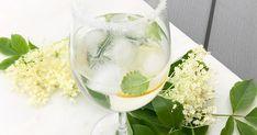 En otroligt god och svalkande dryck med säsongens smak, fläder. Fläder och gin är en fantastisk kombination. Och vill du ha en alkoholfri drink så uteslut gin, den är supergod även utan gin.