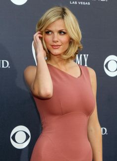 Brooklyn Decker's beautiful, short blonde bob. Get your own custom blended #hair #color right at home here: www.esalon.com