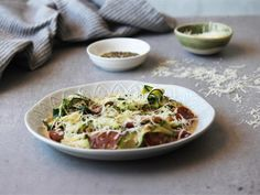 Chorizo+Courgettes+ Healthy Family Meals, Healthy Snacks, Dinner Box, Cheese Ingredients, Chorizo Sausage, Main Meals, Delicious Desserts, Cabbage, Dishes