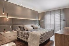 Quarto cinza: 70 ideias cheias de estilo para adicionar a cor no ambiente t Hotel Bedroom Design, Small Bedroom Designs, Bedroom Furniture Design, Master Bedroom Design, Bedroom Small, Design Hotel, Design Design, House Design, Spare Bedroom Closets