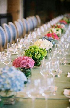 Elegantes centros de mesa para eventos sociales. www.floreriasfelicidad.com