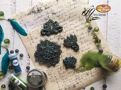 Maria Lillepruun show us today how to make little cute decorative magnets using the moulds and the air hardening clay Black On Both Sides, Pure Fun, Green Glitter, Basic Colors, Altered Art, Magnets, Mixed Media, Clay, Pure Products