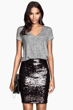 Nadire Atas on Sequined Skirts Pair this fitted black sequin skirt with a loose tee for the perfect date-night look. Sequin Skirt Outfit, Black Sequin Skirt, Sequin Pencil Skirt, Black Sequins, Skirt Outfits, Dress Skirt, Fitted Skirt, Black Sparkle, Black Glitter