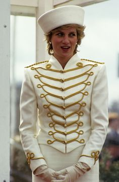 this militay coat worn by the lovely Lady Diana Spencer. Military Suit, Military Dresses, Military Fashion, Military Style, Princess Diana Photos, Princess Diana Fashion, Lady Diana Spencer, Princesa Diana, Royal Princess