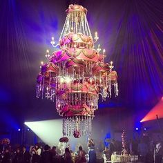 Community Post: 22 Chandelier Wedding Cakes That Will Make You Very, Very Nervous