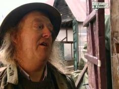 Time Team Special 17 (2003) - Hadrian's Well (London) - YouTube
