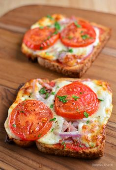 Slimming Eats Pizza Toasts - vegetarian, Slimming World and Weight Watchers friendly Freundlich, Baked Potato, Brunch, Welt, Egg Toast, Healthy Eating, Breakfast, Desserts, Ethnic Recipes