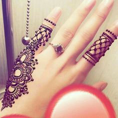 Here are the best Cute, Stylish, Simple and Easy Mehndi Design Images. Finger Henna Designs, Mehndi Designs For Girls, Modern Mehndi Designs, Mehndi Design Pictures, Mehndi Designs For Fingers, Beautiful Mehndi Design, Latest Mehndi Designs, Henna Tattoo Designs, Henna Designs Easy