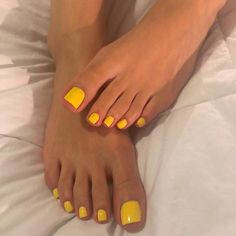 Sweet Yellow Bone Thing I Call Her Honey Mustard 💛👣 Yellow Toe Nails, Yellow Nails Design, Toe Nail Color, Yellow Nail Art, Nail Colors, White Toenails, Pretty Toe Nails, Cute Toe Nails, Pretty Toes