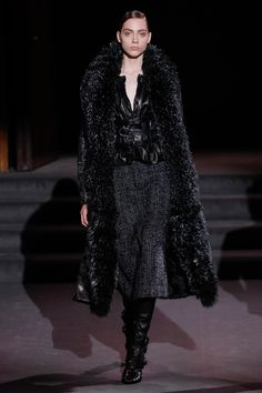 Tom Ford Fall 2016 Ready-to-Wear Fashion Show - Odette Pavlova