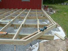 Stair Stringer Calculator, Backyard Pergola, Patio, Small House Garden, Pool Deck Plans, Stairs Stringer, Pallet Decking, Deck Steps, Diy Pool