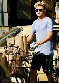 Niall out grocery shopping in L.A. recently