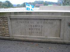 Cimetière Canadien de Dieppe.   On sait que la bataille a eu lieu sur les plages de Dieppe.  Nous sommes à quelque 10km des plages.  J'y ai placé le Drapeau du Québec pour rendre hommage aux Québécois morts sur différents champs de bataille.  15 000 Québécois sont morts lors des deux Grandes Guerres.