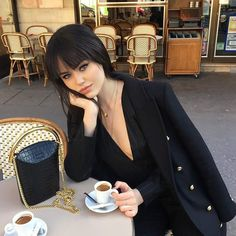 Cute Hairstyles With Bangs Aesthetic Pretty Blonde Girls, Kristina Bazan, Peinados Pin Up, Sexy Nurse, Redhead Girl, Look Chic, Hairstyles With Bangs, Classy Outfits, Dark Hair