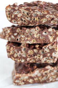Barre de crunch maison Ingrédients : 30g de Rice Krispies 50g de poudre de cacao maigre 60g d'huile de noix de coco 1 pincée de sel 2 CAS de sirop d'érable (ou de miel, ou d'agave