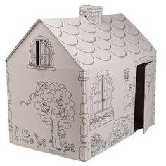 Bu maket ev de önce mukavva ile yapılmış . Arından A4 kağıdı ile kaplandıktan sonra üzerine resim çizilmiştir.
