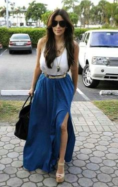 Love this Kardashian look! Universe Blue maxi skirt with a high slit, white tank top and long gold necklaces layered give a casual chic look. Looks Kim Kardashian, Estilo Kardashian, Kardashian Style, Kardashian Fashion, Mode Ootd, Summer Outfits, Cute Outfits, Summer Clothes, Look Fashion