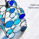 爽やかさ・涼やかさを表現するのはステンドグラスの真骨頂。ブルーガラスを組み合わせたオリジナルデザインのテーブルランプ『Nijiiro drops blue』。ペンダントランプもございます。 #NijiiroLamp #stainedglass #ニジイロランプ #ステンドグラス