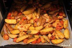 Die Zubereitung vonCountry-Kartoffeln mit Hähnchenbrust ist ideal für alle Abwaschmuffel. Eine Pfanne oder Topf wird nämlich nicht benötigt. Einfach die Zutaten schnippeln, würzen und auf dem Back…