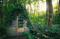 garden shed Whether located the middle of the forest or among the Antarctic penguins, these tiny houses are all perfect for pretending the rest of the world doesnt exist. Bohemian House, Shed Design, Garden Design, Cabin Design, Landscape Design, She Sheds, Potting Sheds, Diy Shed, Cozy Cabin