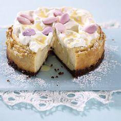 Cremiger Cheesecake mit Eierlikör  Zutaten 80 g Schokoladencookies 40 g Butter 2 Eier (Kl. M) 80 g Zucker 400 g Doppelrahmfrischkäse 220 ml Eierlikör 2 El Speisestärke 100 ml Schlagsahne 10 rosafarbene Mandeldragees