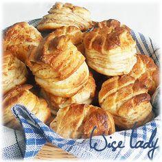 Anya főztje: Tepertős pogácsa. (+ pogácsa receptek) Winter Food, French Toast, Snack Recipes, Muffin, Chips, Bread, Baking, Breakfast, Cake