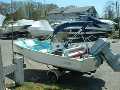 13' 1969 Boston Whaler Sport- US$3,900 INCLUDES TRAILER. 40 HP EVINRUDE RUNS WELL!