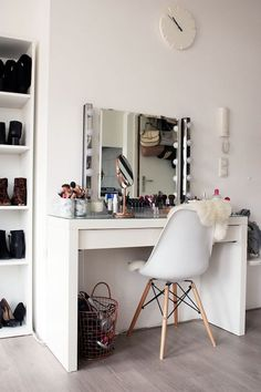 Beauty gurus from Insta and YouTube give us all the beauty #goals of our dreams. Try not to drool at these oh-so-glam vanities dishing us some major inspo. Cool and casual, the simple design is so sleek. For the girl who loves...