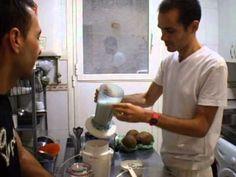 Un vídeo de cómo hacer una bebida de almendra y ajonjolí. @SalubritasClini  www.salubritasclinica.wordpress.com www.salubritasclinica.wix.com