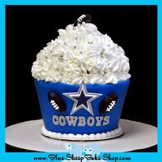 dallas cowboys cakes images - Google Search Dallas Cowboys Birthday Cake, Happy Birthday Cowboy, Cowboy Birthday Cakes, Dallas Cowboys Party, Birthday Cookies, Birthday Cards, Cowboy Cupcakes, Cupcakes For Men, Pastel Del America