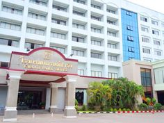 Nakhon Si Thammarat Grand Park Hotel Thailand, Asia Grand Park Hotel is a popular choice amongst travelers in Nakhon Si Thammarat, whether exploring or just passing through. Both business travelers and tourists can enjoy the hotel's facilities and services. Facilities like free Wi-Fi in all rooms, daily housekeeping, taxi service, 24-hour front desk, 24-hour room service are readily available for you to enjoy. Closet, towels, carpeting, wooden/parqueted flooring, clothes rack ...