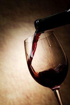 Gute Weine in Restaurants  Unsere Gastautorin Linda Benninghoff über die Glaskultur mancher Restaurants und was man besser machen könnte. Achten wir nur auf wenige Kleinigkeiten, dann steht einem genussvollen Abend nichts mehr im Weg. http://www.dieweinpresse.at/gute-weine-restaurants/