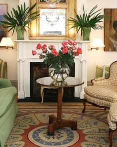 Soniat House: Antique furniture, larger-than-life artwork and Oriental rugs define the interiors. New Orleans Hotels, New Orleans Louisiana, Southern Homes, Hotel Reviews, Antique Furniture, Shabby Chic, Lounge, Oriental Rugs, Antiques
