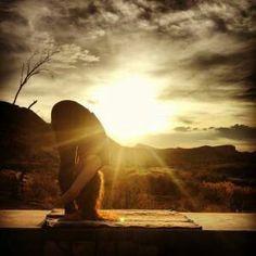 Con il giorno arrivano una nuova forza e nuovi pensieri. #buongiorno #yoga #SpineYoga #sport #fitness #benessere #salute