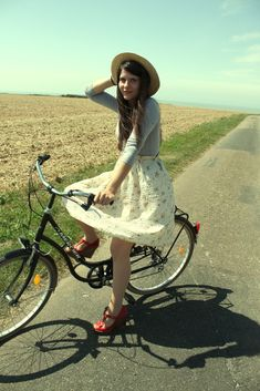 I would totally go riding in that outfit! :)