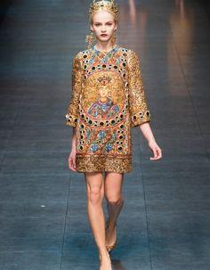 Ce qu'il y a d'intéressant chez les Dolce & Gabbana est que même si leur style baroque-sensuel est toujours là, ils savent varier les proportions...