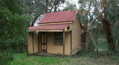 Tiny House in Daylesford, Victoria, Australia - This one has been around for a while, a very long while. I stop for a gander every time I go past it.