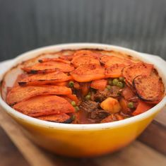 As the weather gets colder, there's nothing better than some comfort food. And this chunky beef and vegetable pie is the PERFECT healthy comfort food! Healthy Mummy Recipes, Healthy Food Swaps, Healthy Comfort Food, Healthy Foods To Eat, Healthy Eating, Healthy Habits, Veg Pie, Vegetable Pie, Vegetable Garden